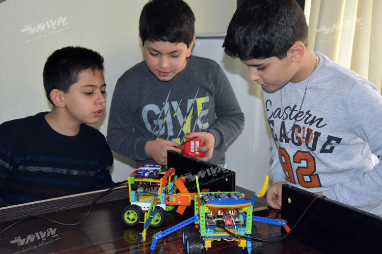 robotic kids class - پنج دلیل برای لزوم کلاس رباتیک در مدارس
