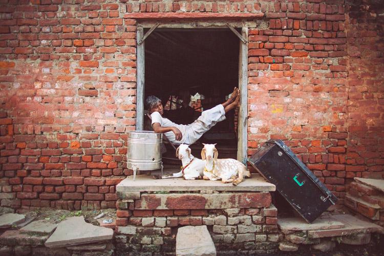 INDIA TRAVEL PHOTOGRAPHY 78 - 8 ویژگی یک عکاس خبری برجسته