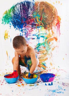 adorable child playing - هنر و صنایع دستی اعتماد به نفس کودکان را افزایش میدهد