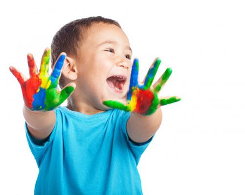 art little boy - هنر و صنایع دستی اعتماد به نفس کودکان را افزایش میدهد