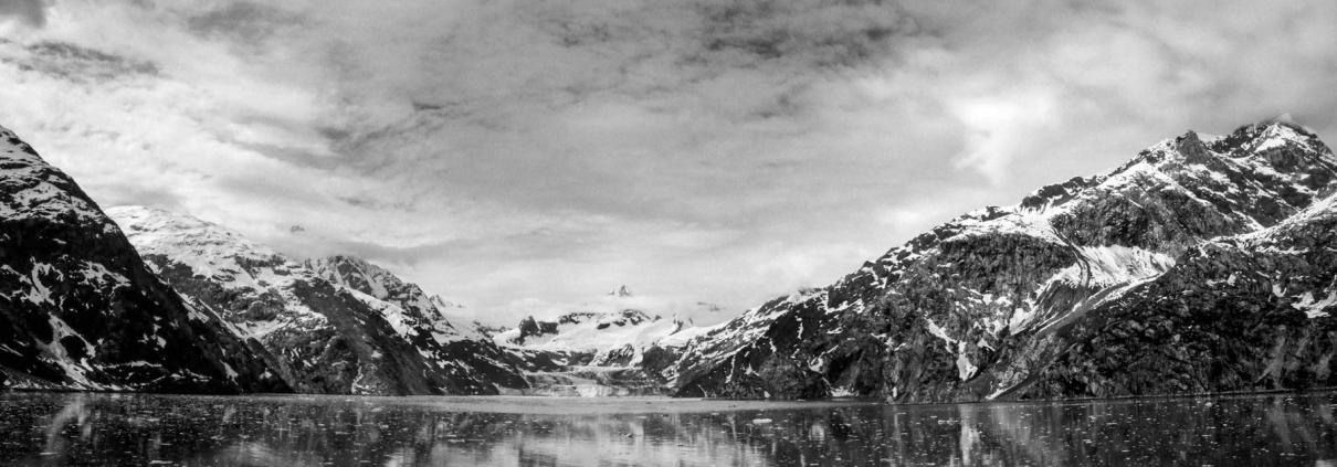 black and white 1210x423 - آموزش ترکیب بندی در عکاسی