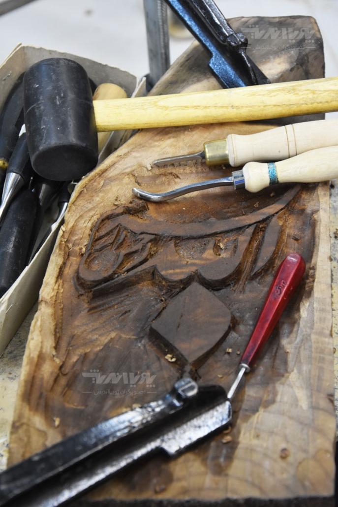 peykartarashi choob1 687x1030 - آموزش پیکر تراشی با چوب ، مجسمه سازی با چوب