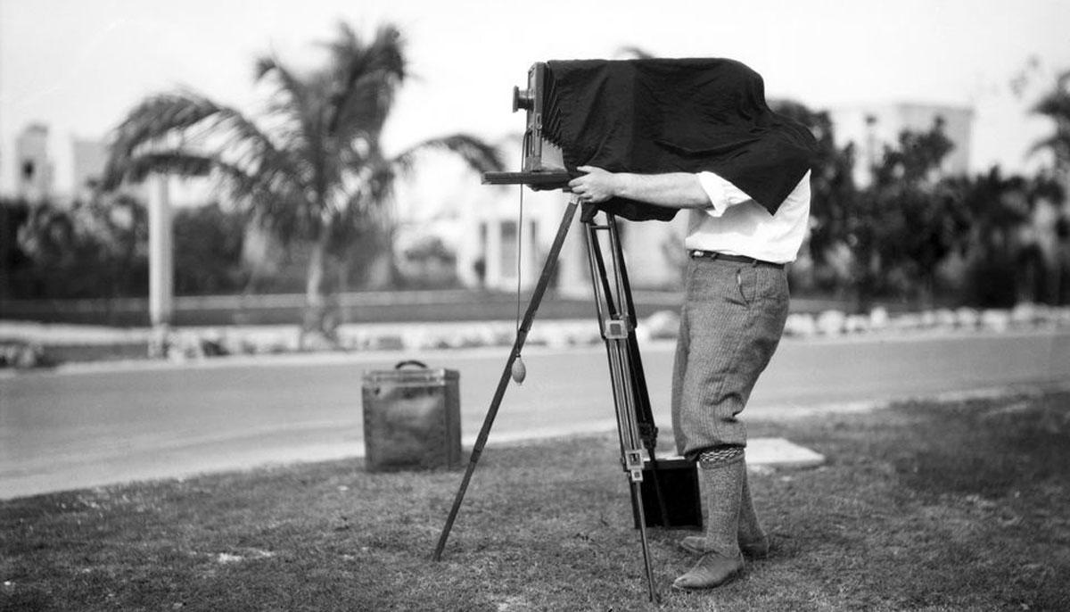 photographer taking picture 736377427 5a9983c4ba6177003791adf7 - داستان پشت پرده عکس هایمعروف جهان