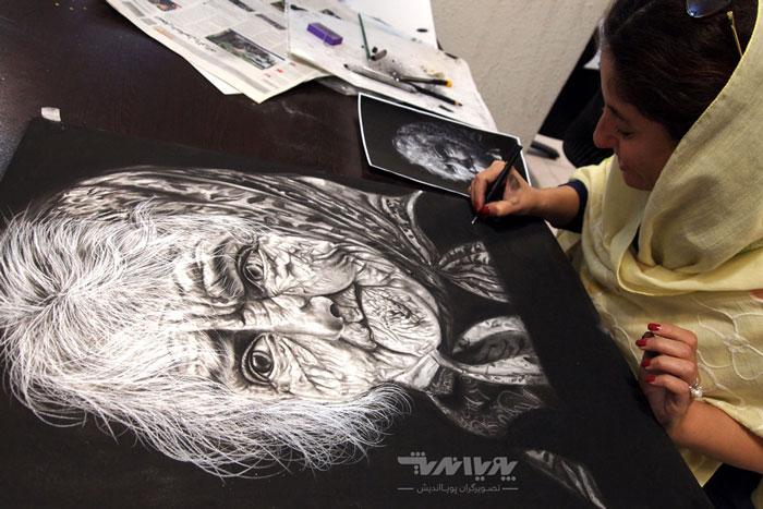 نقاشی سیاه قلم پیرزن