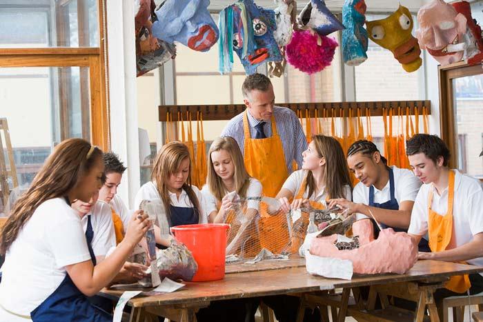 art class teacher teenagers - 10 شغلی که طراحی پیش نیاز آنهاست