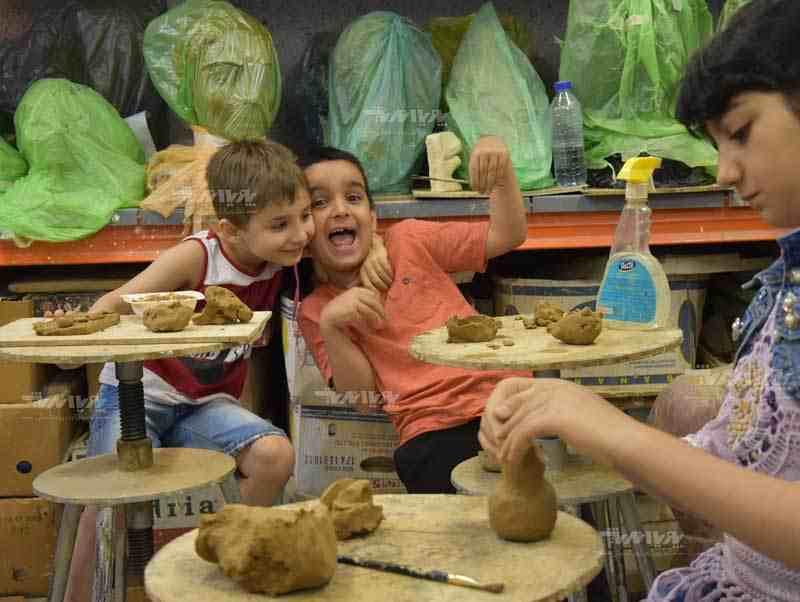 کلاس آموزش سفالگری کودکان