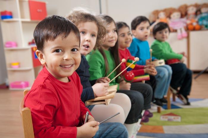 kids playing music - ارف کودکان چیست ؟