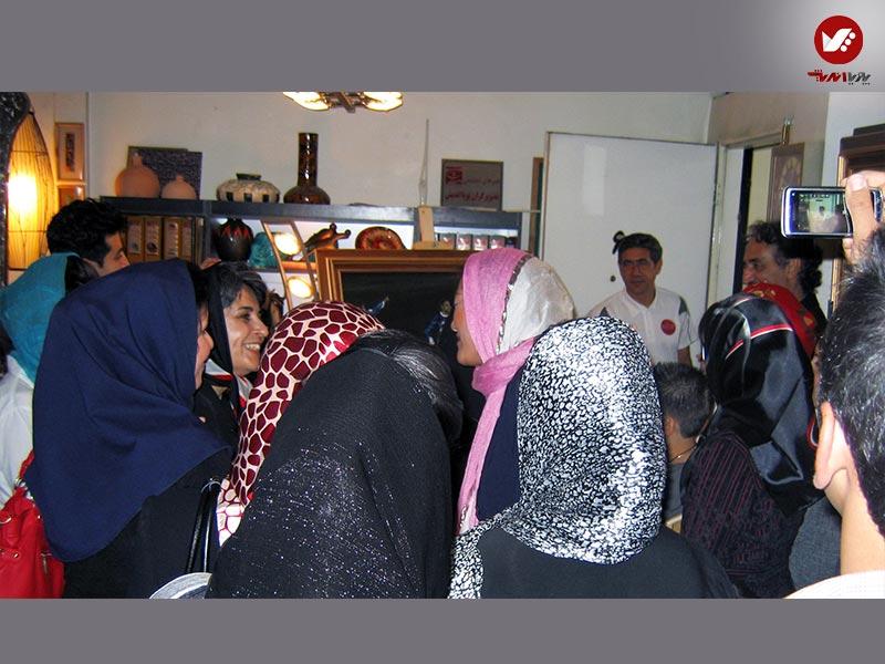 tasvirgaran pouya andish 27 - نمایشگاه آثار هنری همسر افشین قطبی ( یوروم ) در پویا اندیش