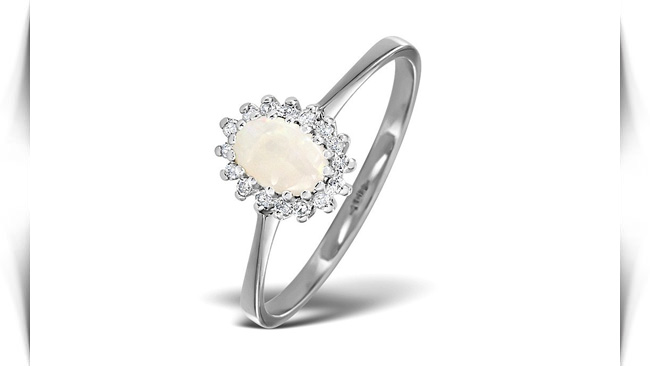 معنی رنگ سنگ های سفید در انگشتر
