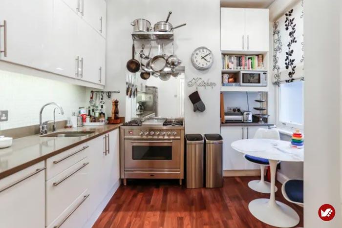 طراحی دکوراسیون داخلی با آینه در آشپزخانه