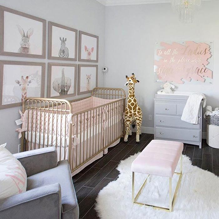 مبلمان چند منظوره در طراحی اتاق خواب دختران از تولد تا نوجوانی