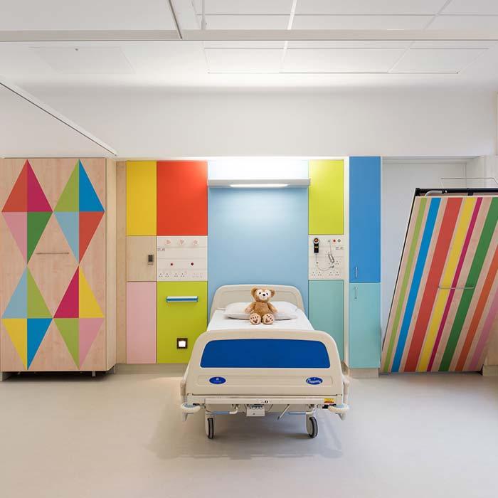 clinic interior design 15 - دکوراسیون مراکز زیبایی و درمانی