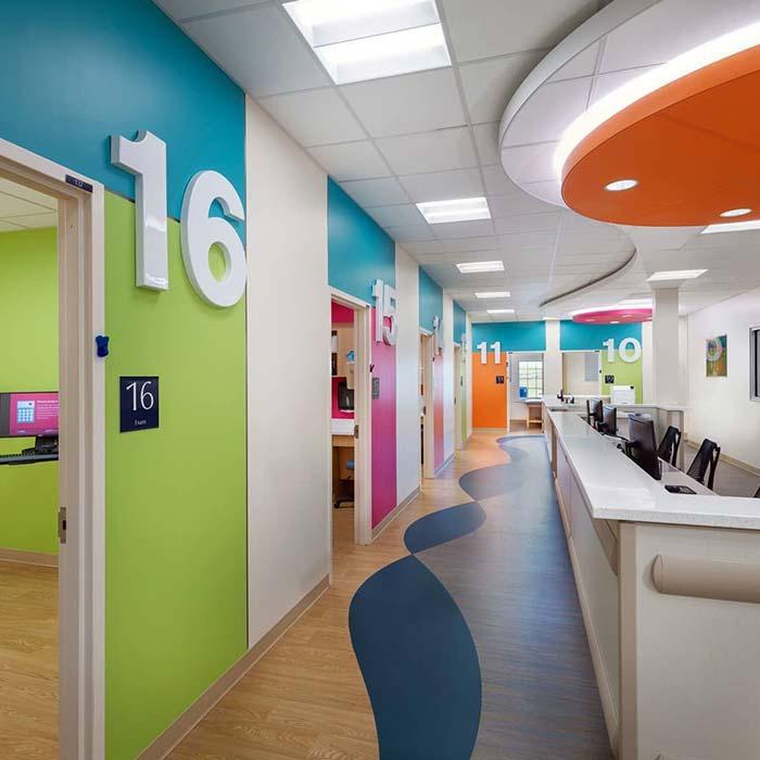clinic interior design 18 - دکوراسیون مراکز زیبایی و درمانی