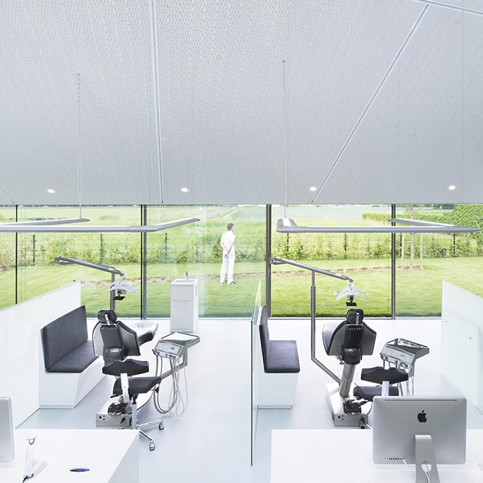 clinic interior design 7 - دکوراسیون مراکز زیبایی و درمانی