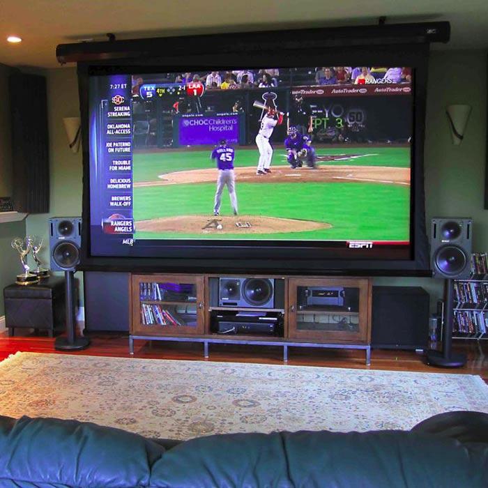 نمایشگر مناسب در اتاق گیم روم یا بازی های کامپیوتری