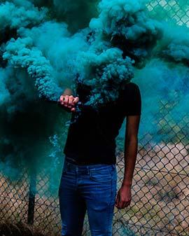 عکاسی با دود رنگی آبی