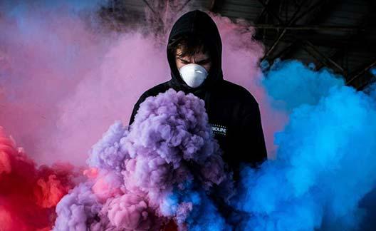 عکاسی با دود رنگی و ماسک