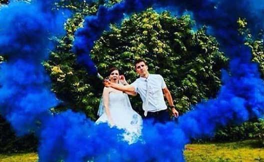 ژست عروس با دود رنگی